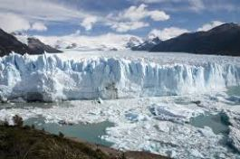 The Perito Moreno is a key tourist destination of Argentine Pategonia. Melting glaciers are often a topic in climate change... why not talk about it in Spanish? Photo: Wikipedia